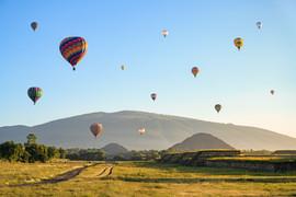 Globos al amanecer en Teotihuacan
