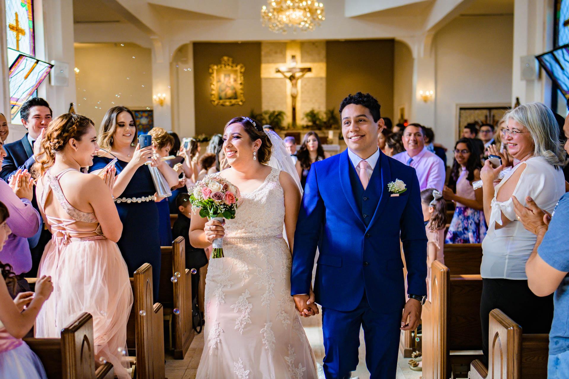Fotografia de Boda - Foto de la salida de los novios de la iglesia