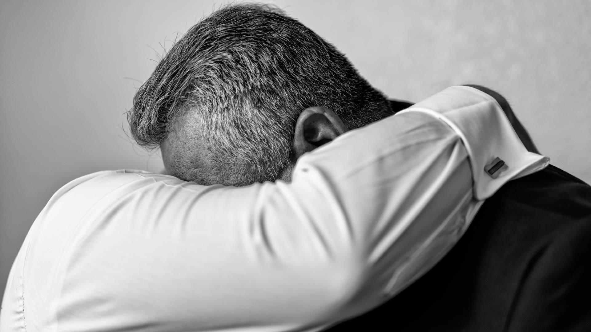Fotografia de Boda - Foto del papa llorando con el novio