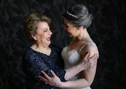 Fotografia de Boda - Foto de la novia feliz con su mama