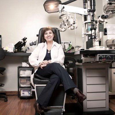 Medica oftalmologa Clara Londoño, especialista en segmento anterior del ojo, Medellin Colombia