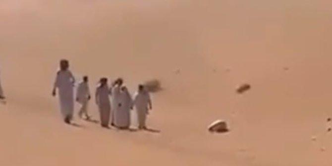 www.bakso-kaget.com News: Pria Saudi Meninggal Di Gurun, Mati Dengan Posisi Bersujud