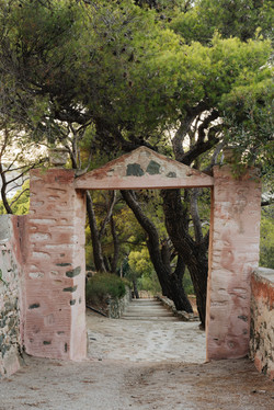 The gate to the gardens at Manna