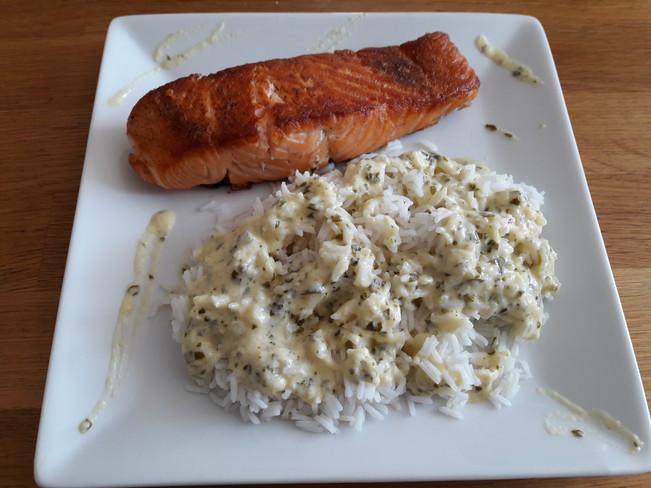 Saumon Grillé avec son riz  sauce à l'oseille