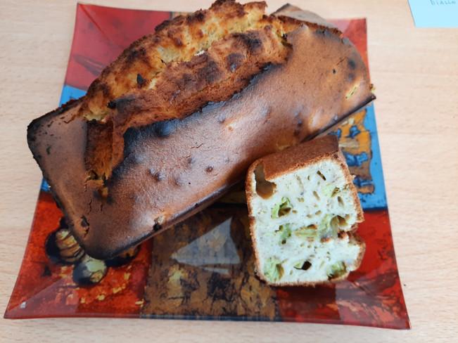 Cake à la Rhubarbe,Cannelle et Noisettes