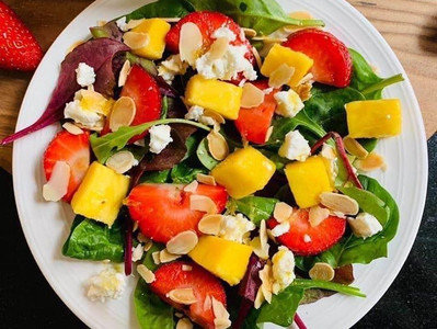MANGO & STRAWBERRY SALAD (Vegan option)