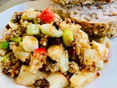 APPLE & QUINOA SALAD (Vegan)