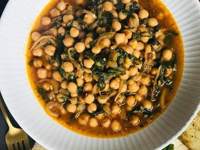 CHANA SAAG (Vegan Chickpea & Spinach Curry)