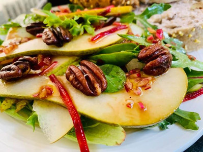PEAR & PECAN SALAD (Vegan)