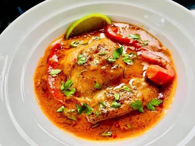 CHICKEN COCONUT RED CURRY