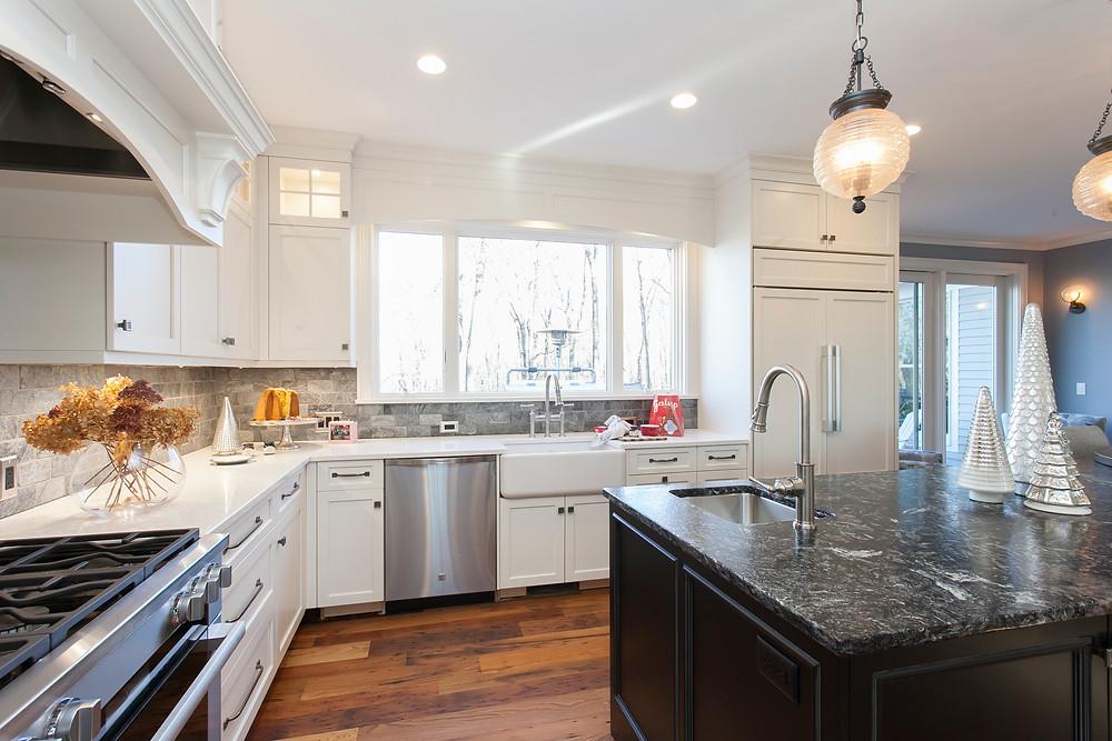 White and black kitchen