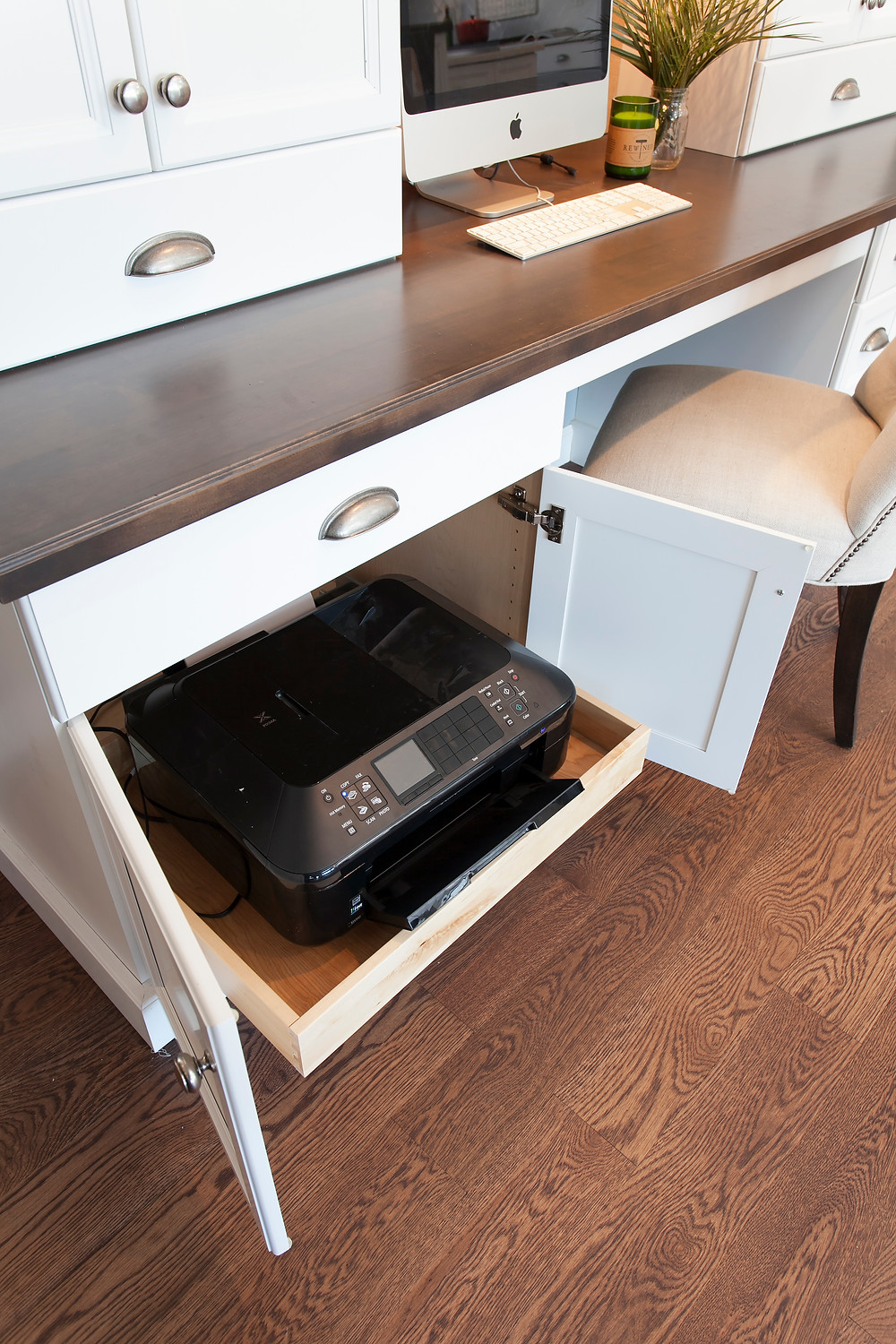 Roll out drawer in desk in kitchen