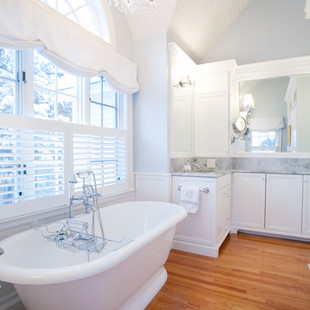 Elegant Deep Soaking Tub