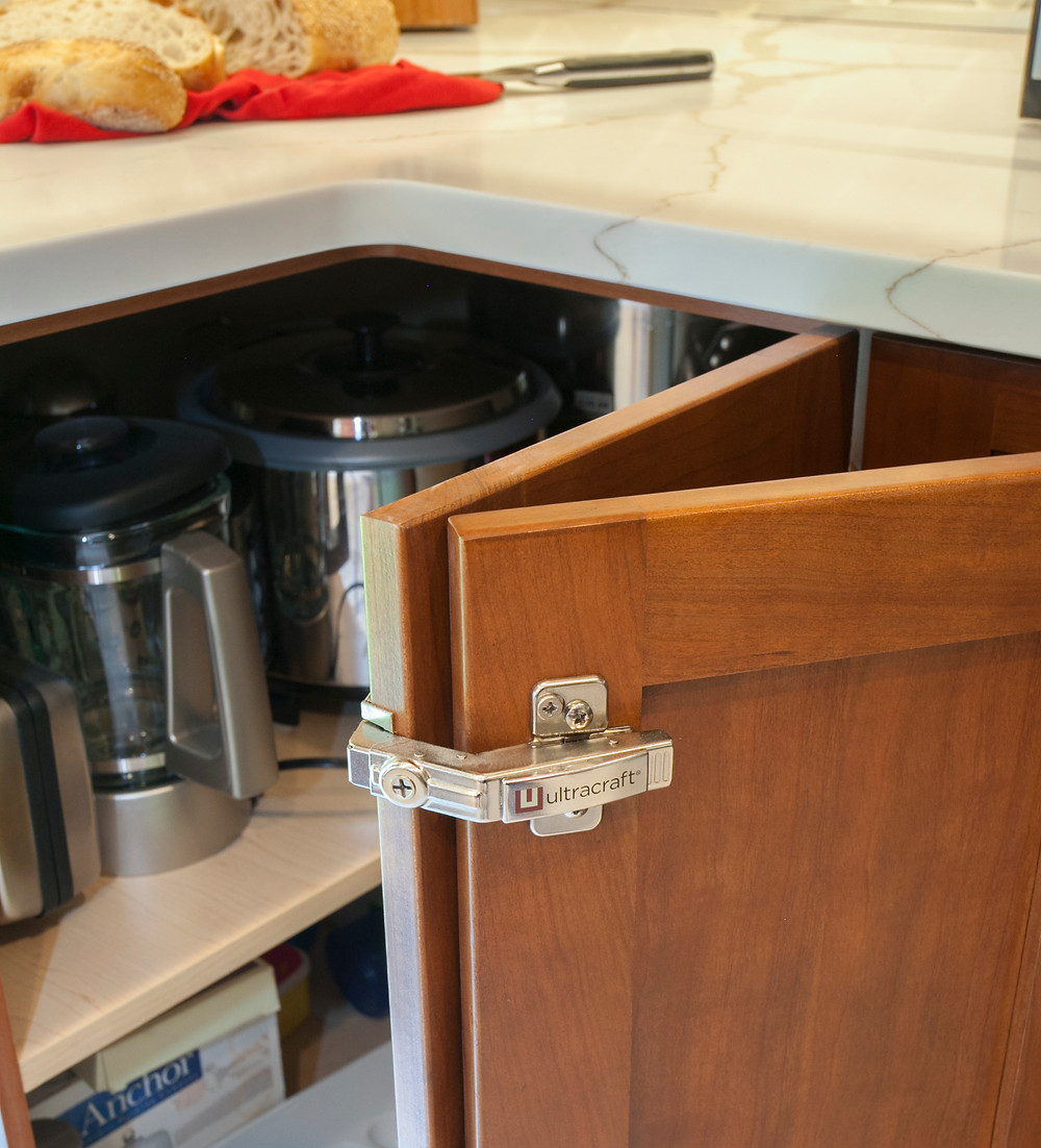 Ultracraft cabinetry hinge