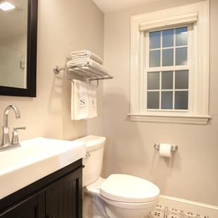 Bath Room with Decorative Floor Tile