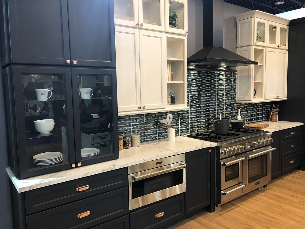 KBIS 2019 display luxury range with griddle.
