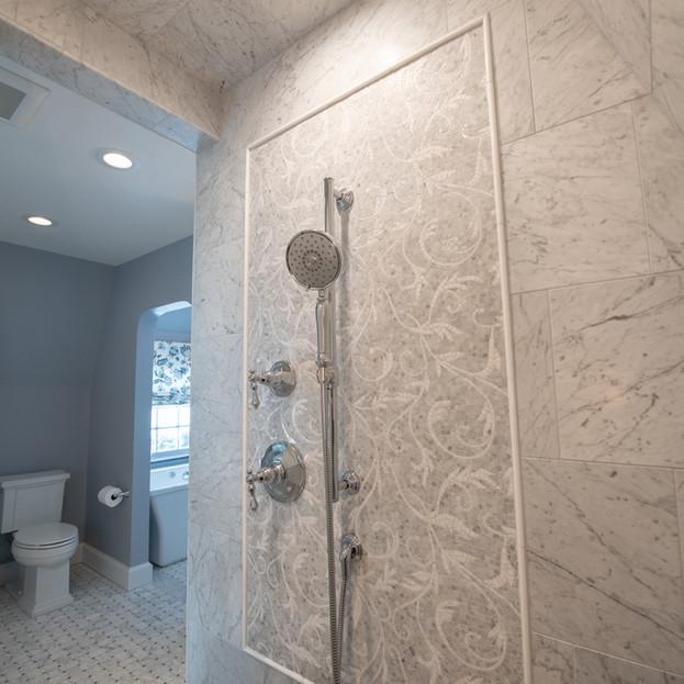 Lustrous Master Bath Oasis