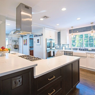 Bright Open-concept Kitchen