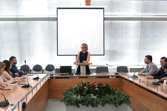 business-meeting_t20_XQbJAX.jpg