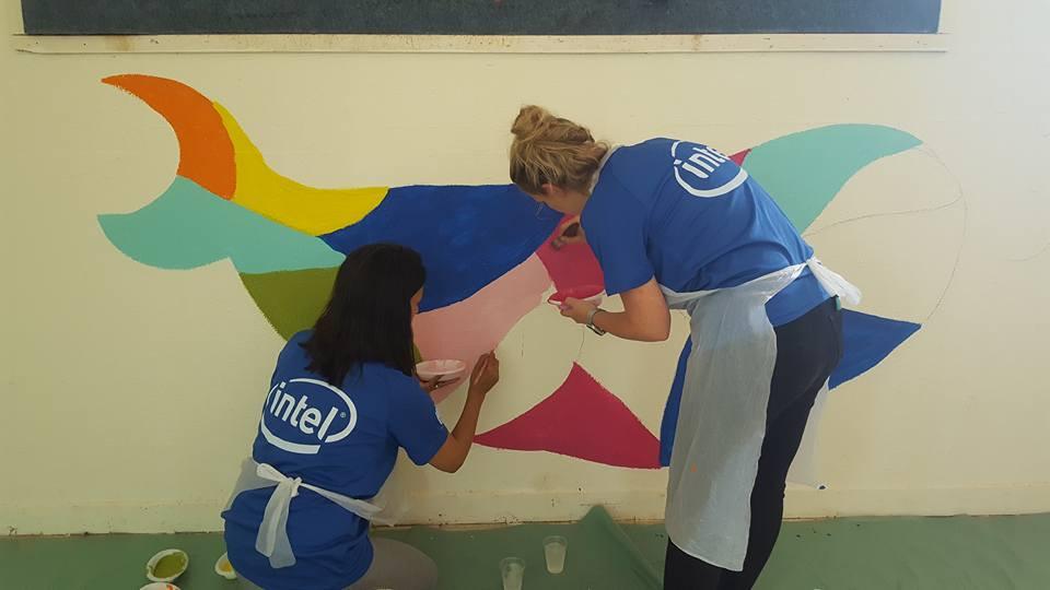 gula design ציורי קיר עם מתנדבים