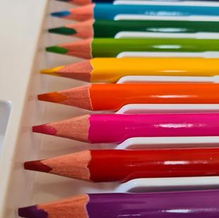 טושים ועפרונות