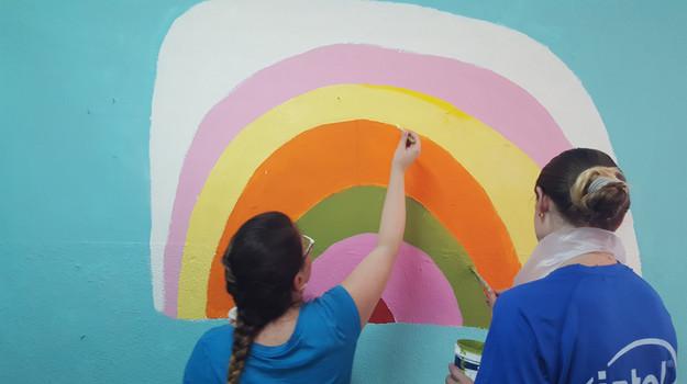 ציורי קיר ופרויקטים עם חברות ומתנדבים