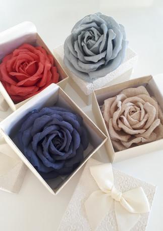 Offrir des fleurs à Noël, des roses en lin