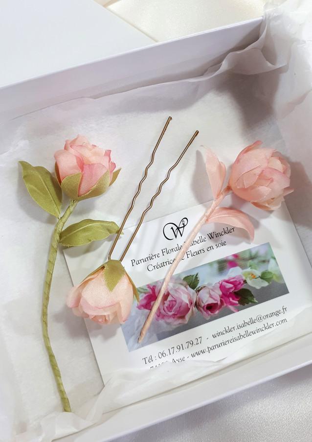 Mini roses sur épingles