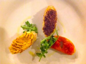 První chod - bruschetty s pestem dýňovým, paprikovým a olivovým