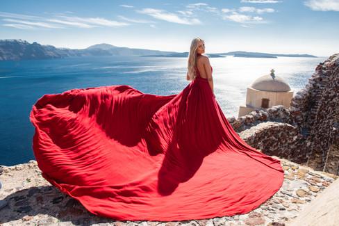 flying_dress_photoshoot_santorini_photog