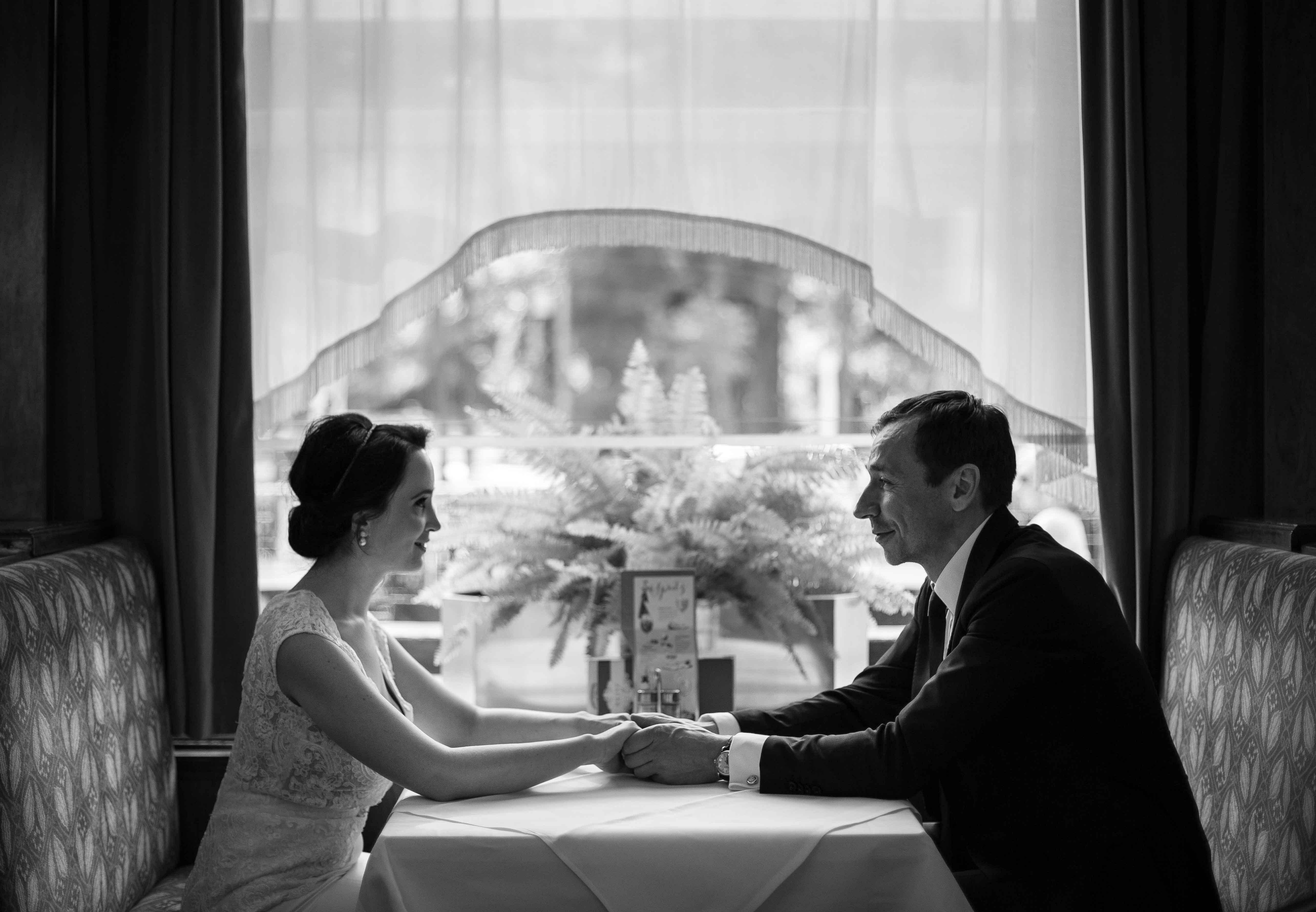 Brautpaar im Cafe Landtmann in Wien