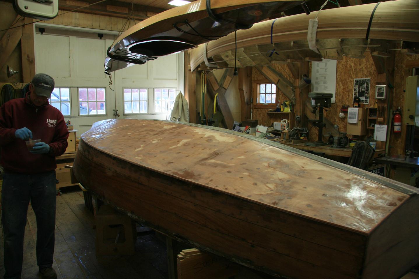 Prepping hull for fiberglassing