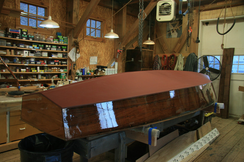 Hull almost finished. 2 to 3 varnish coats left to do.