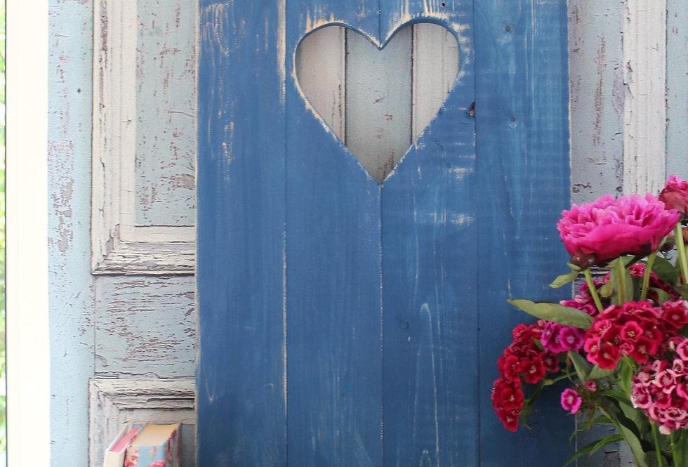Landhaus Fensterladen Herz in dunkelblau