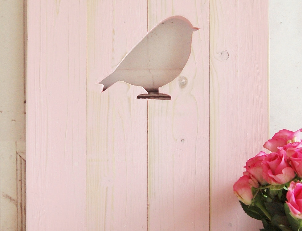 Landhaus Fensterladen Vogel in rosa