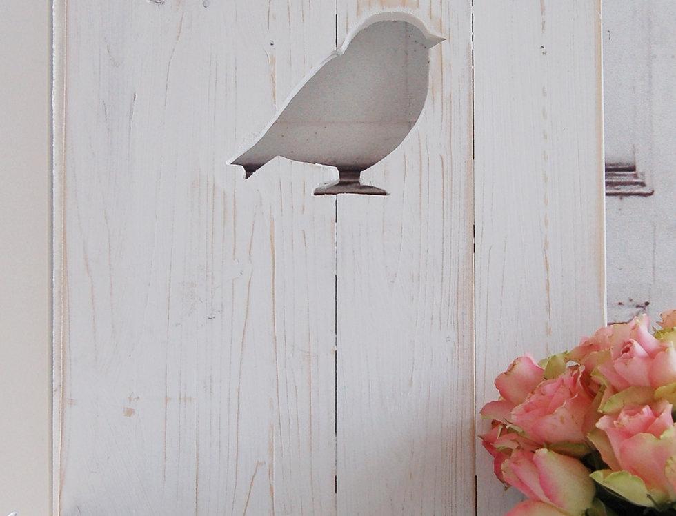 Landhaus Fensterladen Vogel in weiß