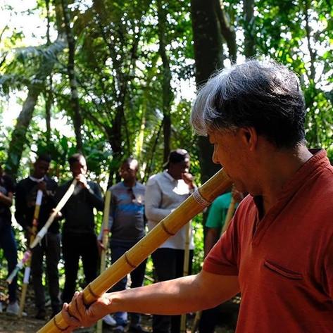 Utilizando o bambú como base, desenvolvi