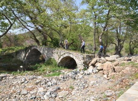 Κίνδυνος κατάρρευσης του ιστορικού πέτρινου γεφυριού στο Γομάτι Χαλκιδικής.