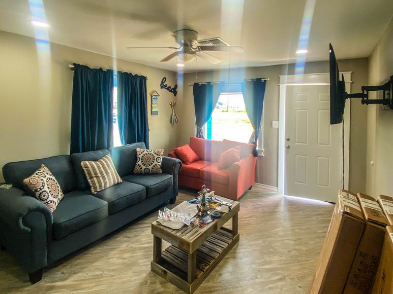 Third Coast Rentals - NEW Cabins living room