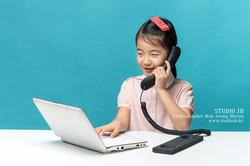 Little girl who enjoy the computer