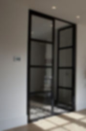 Staal deur glas zwart