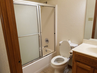 1308 Common Bath.jpg