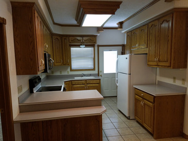 1308 Kitchen 2.jpg