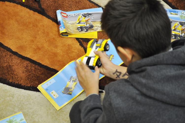 Bērniem ir iespēja darboties LEGO istabā