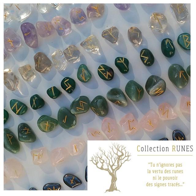 Runes en pierres, support de divination.
