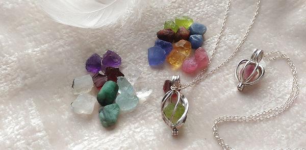 Pendentif pierre de naissance. bijou pierre de naissance. Pierre de naissance pendentif collier.