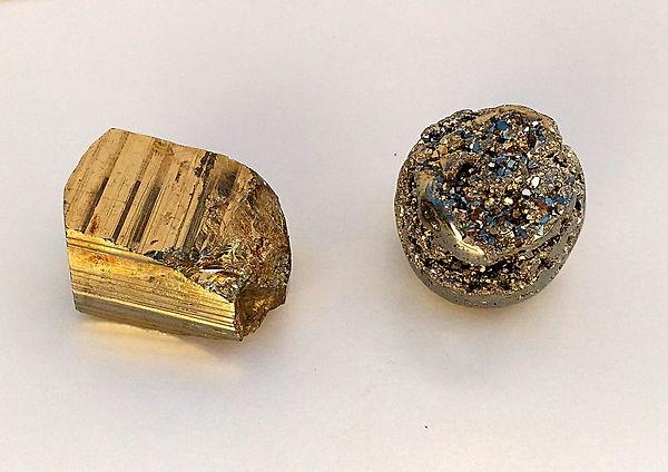 Pyrite, pyrite brute, pyrite polie et pierre roulée pyrite pour lithothérapie et énergie.