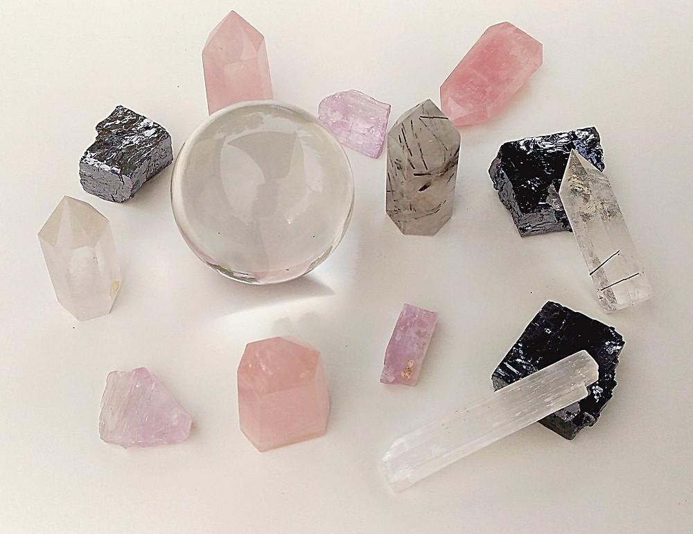 Vertus et propriétés du quartz rose, pierre des émotions et des sentiments. Pierre du Chakra du coeur. Purification du quartz rose. Pierre de méditation
