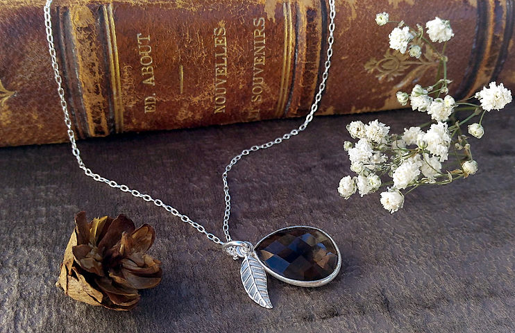 Vente en ligne pendentifs quartz fumé, colliers. Bijoux pierre quartz fumé, argent 925, matériaux nobles, bijou talisman, esprit minimaliste et bohème.