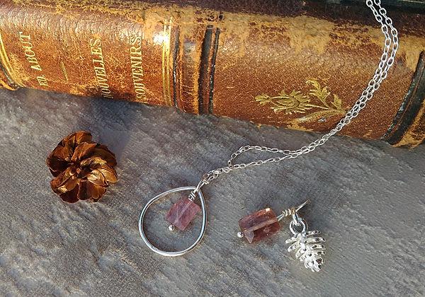 Pendentif talisman, pendentif amulette protectrice, pendentif protecteur, porte bonheur, pendentif pierre semi précieuse.